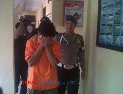 Polisi Menahan Penganiaya Santri