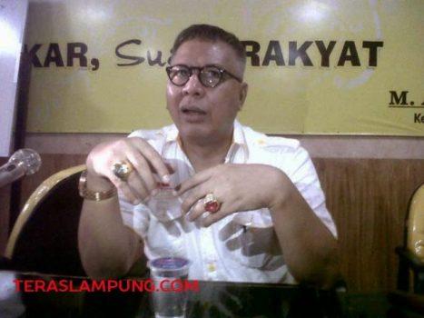 Alzier Dianis Thabranie menjelaskan tentang pemecatan Heru Sambodo dan Barlian Mansyur sebagai anggota Partai Golkar, Minggu sore (29/3/2015).