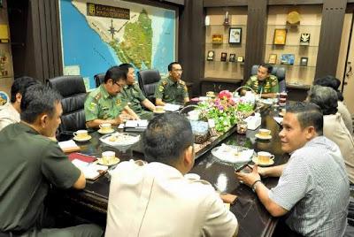 Pertemuan antara pejabat teras PT Semen Baturaja dengan Pemprov Lampung di Pemprov, Senin (18/5)
