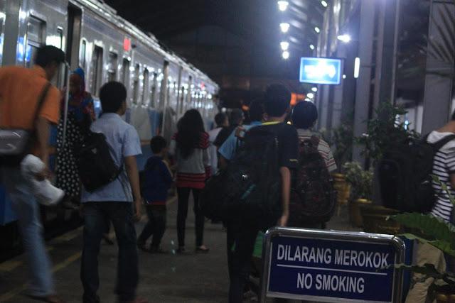 Mulai 17 Januari 2019 Penumpang KA Bisa Check-In di Semua Stasiun Online