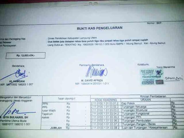Bukti tanda tangan Samiani, istri almarhum Tekatno yang diduga dipalsukan oleh oknum bendahara SMPN 1 Abung Semuli dalam pencairan uang duka alm. Tekatno.