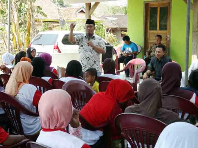 Eki Setyanto melakukan kampanye terbatas di tiga desa di Lampung Selatan, Selasa (20/10/2015)