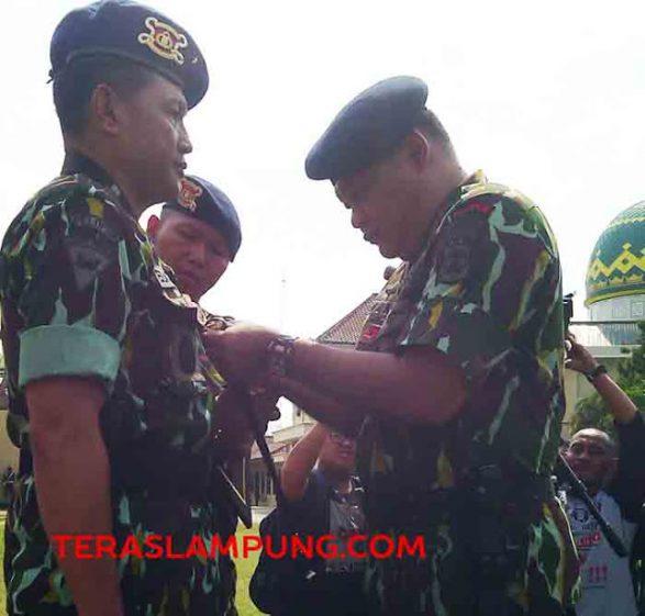 Kapolda Lampung Dianugerahi Sebagai Anggota Keluarga Besar Brimob