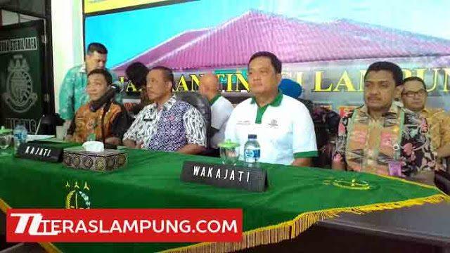 Kepala Kejati Lampug Suyadi (nomor dua kiri) dalam press gathering di Kejati Lampung, Kamis (10/12)/