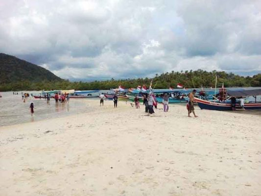 Pemprov Lampung Dukung Asuransi Pariwisata Bahari