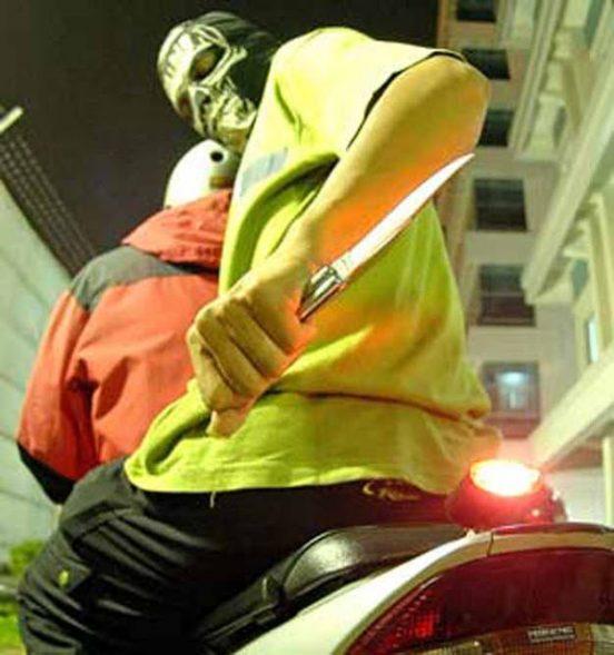 Begal sepeda motor bersenjata tajam (ilustrasi/kaskus.co.id)