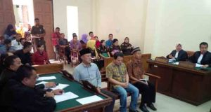 Sidang kasus korupsi proyek pengadaan alat kesehatan (Alkes) di PN Tanjungkarang, Kamis (28/1/2016) dengan agenda mendengarkan keterangan para saksi. Kepala Dinas Kesehatan Lampung, Reihana, tidak hadir sebagai saksi untuk ketiga kalinya.