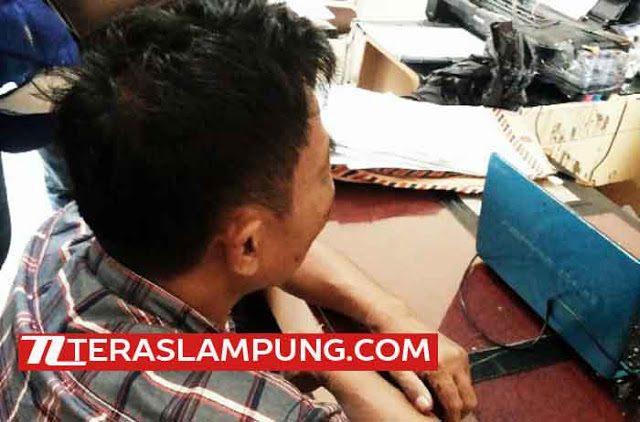 Mustofa saat diperiksa di Polsekta Telukbetung Selatan, Bandarlampung, Rabu (10/2/2016).