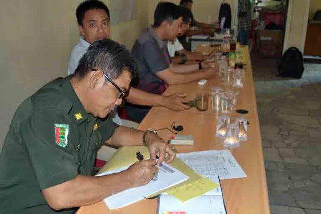 Penanadatanganan kuasa penyelesaian sengketa lahan pasir timbul di Desa Gebang, Kabupaten Pesawaran.