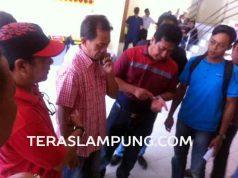 Sejumlah rekanan/kontraktor yang mengeluhkan lambannya pelaksanaan lelang proyek pembangunan tahun 2016 di Lampung Utara, Rabu (30/3/2016).