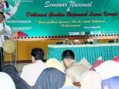 Walikota Metro Ahmad Pairin membuka Seminar Nasional dan Deklarasi Gerakan Berjamaah Lawan Korupsi di Gedung E, Universitas Muhammadiyah Metro, Rabu (20/4).