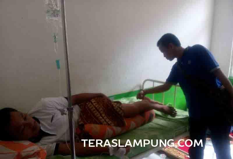 Arnol, korban penembakan brutal oknum anggota Polres Lampung Utara masih tergolek lemah di RSU Ryacudu, Kotabumi.