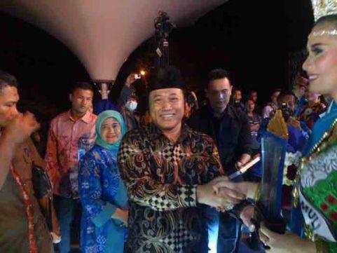 Bunga dan Antonius Sandang Gelar Muli-Mekhanai Lampung Selatan 2016