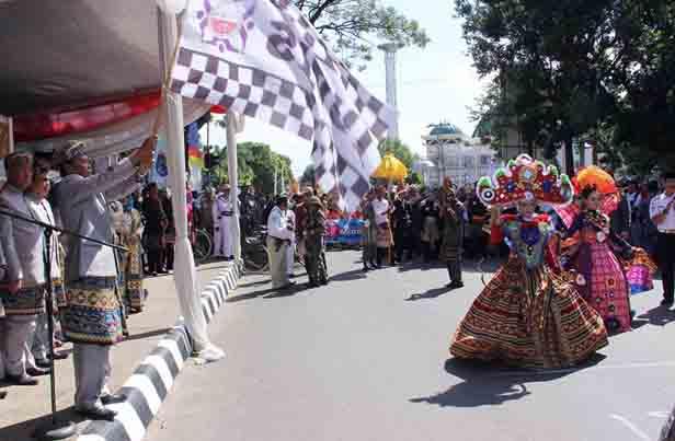 Walikota Ahmad Pairin dalam pembukaan peringatan HUT ke-79 Kota Metro.