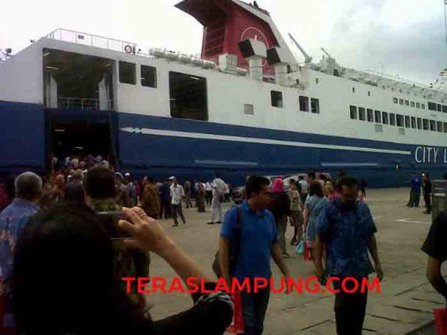 Kapal Mutiara I rute Pelabuhan Panjang-Tanjung Priok