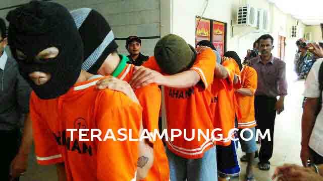 Para begal yang baru saja ditangkap anggota Polres Bandarlampung.
