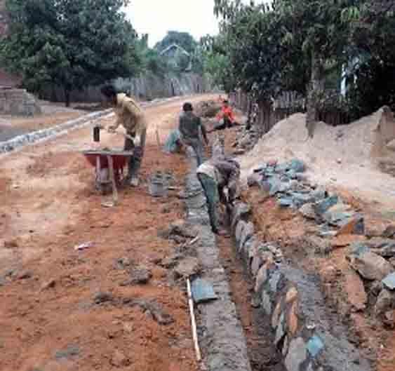 Pembangunan saluran drainase di Desa Bumi Raya, Abung Selatan, Lampung Utara.