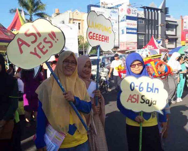 Kampanye ASI eksklusif di Tugu Adipura Bandar Lampung