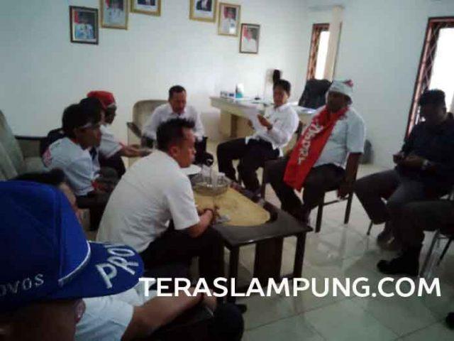 Perwakilan Pemkab Lampung Utara menggelar pertemuan dengan perwakilan Pospera untuk membahas tuntutan yang mereka suarakan dalam aksi unjuk rasa