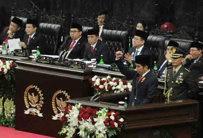 Presiden Jokowi saat menyampaikan Pidato Kenegaraan di depan sidang bersama DPR – DPD, di di Gedung Nusantara MPR/DPR/DPD-RI, Jakarta, Selasa (16/8) siang.