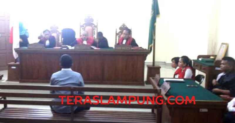 Briptu Niazi Yusuf saat memberikan kesaksian di sidang lima terdakwa kasus penyelundupan narkoba di Pengadilan Negeri Tanjungkarang, Rabu (10/8/2016).