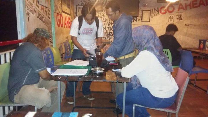 Proses seleksi calon penerima Saidatul Fitriah (foto: dok Yayu Suhaesti/AJI Bandarlampung)