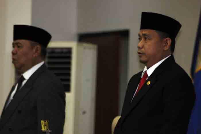Wagub Bachtiar Basri dan Ketua DPRD Lampung menyanyikan lagu Indonesia Raya