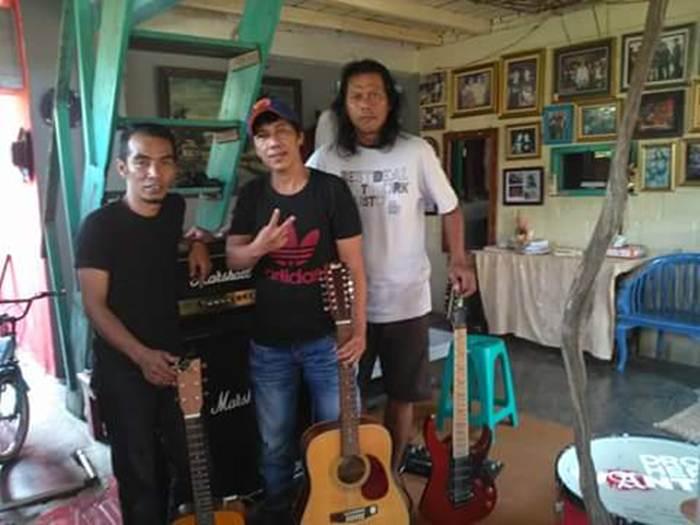 Kim bersama kawan sesama musisi Lampung.