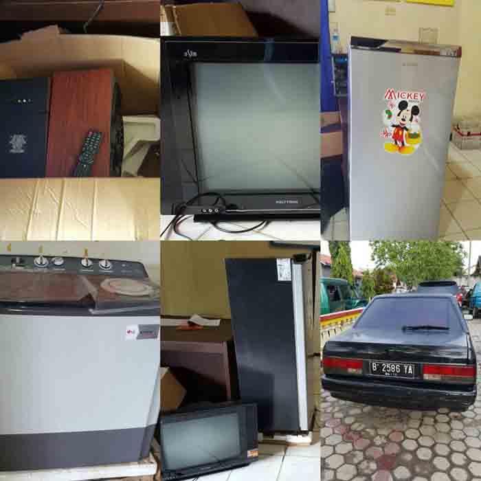 Barang bukti yang dicuri 10 karyawan Toko Sinar Elektronik,