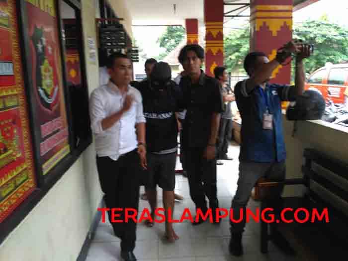 Tersangka begal asal Lampung Timur dibawa ke Polresta Bandarlampung.