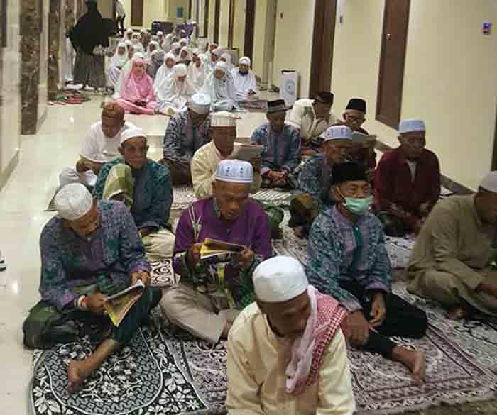 Kegiatan jamaah haji Kloter 40 asal Lampung di Mushala Hotel Al-Lulua, Mekkah.
