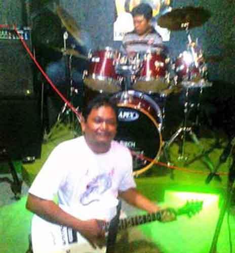 Bramanto saat jadi gitaris Tanggamuz Rock Band (Foto: Istinewa)