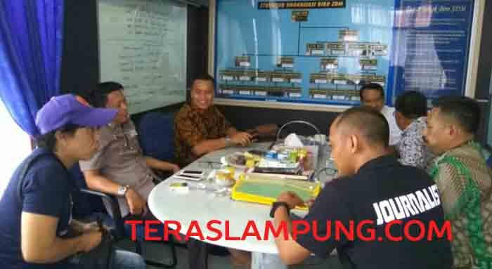 Kim Commanders saat beetemu dengan Kombes pol Krishna Murti dan para perwira polisi Polda Lampung  saat bertemu di ruangan Karo SDM Polda Lampung, Kamis (6/10/2016).