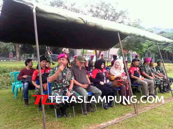 Iwan Fals bersama Dan Brigif Piabung dan anggota Oi Lampung.