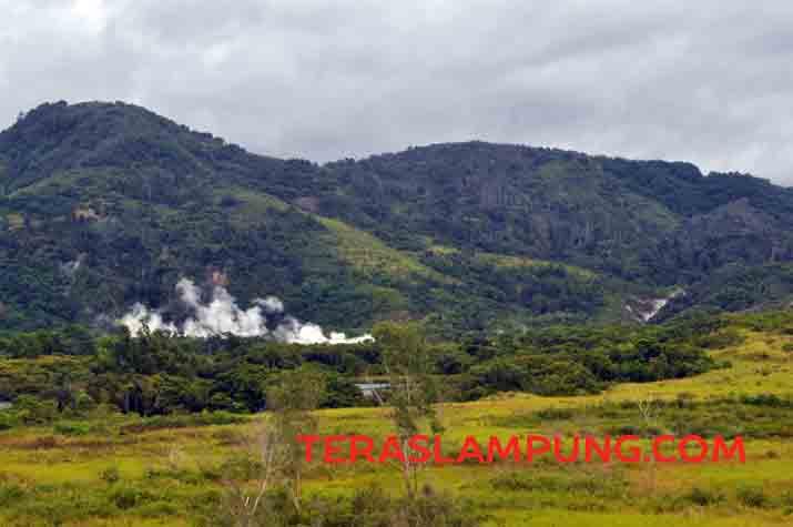 Jejak Eksotisme Kawah Keramikan dan Tiga Danau di Taman Nasional Bukit Barisan Selatan