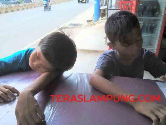Yoga (kanan) Hendri (kiri), kedua anak jalanan yang diduga nyaris jadi korban perdagangan manusia.