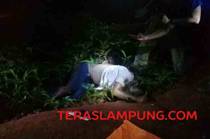 Mayat Pria Tanpa Identitas Ditemukan di Desa Kamplas Lampung Utara