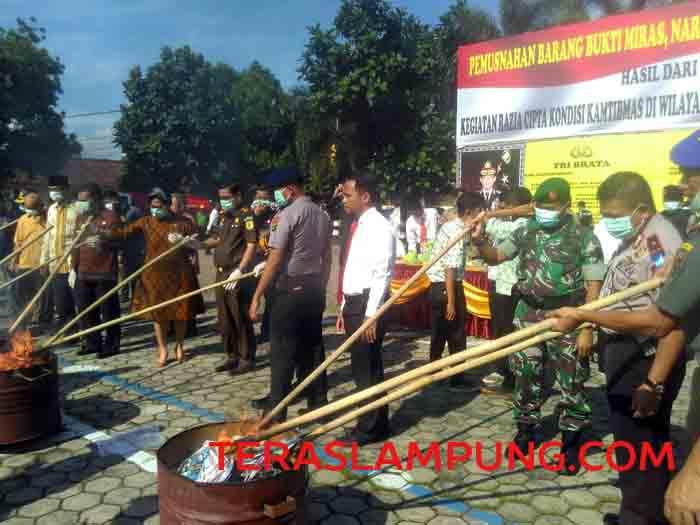 Polresta Bandarlampung Musnahkan 30 Kg Ganja dan 3 Kg Sabu