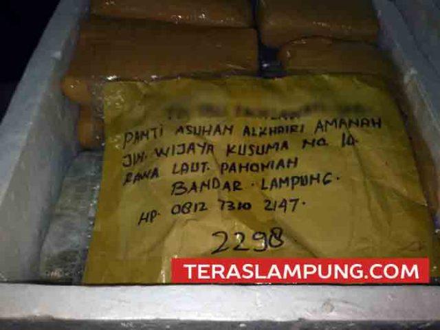 Barang bukti 137 Kg ganja yang dikirimkan dengan tujuan ke alamat panti asuhan di Bandarlampung.
