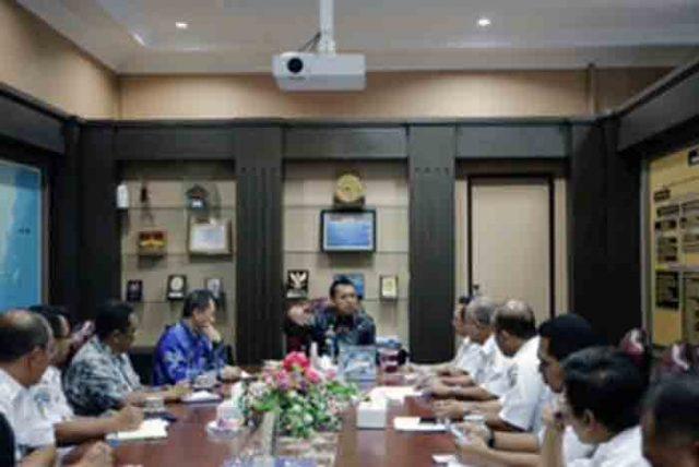 Pertemuan pejabat teras PT KAI dengan pejabt teras Pemprov Lampung di Kantor Gubernur Lampung, Kamis (6/4/2017).