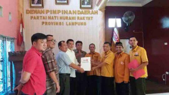 Alzier mendaftarkan di Partai Demokrat Lampung untuk maju pada Pilgub Lampung 2018, Rabu (21/6/2017).