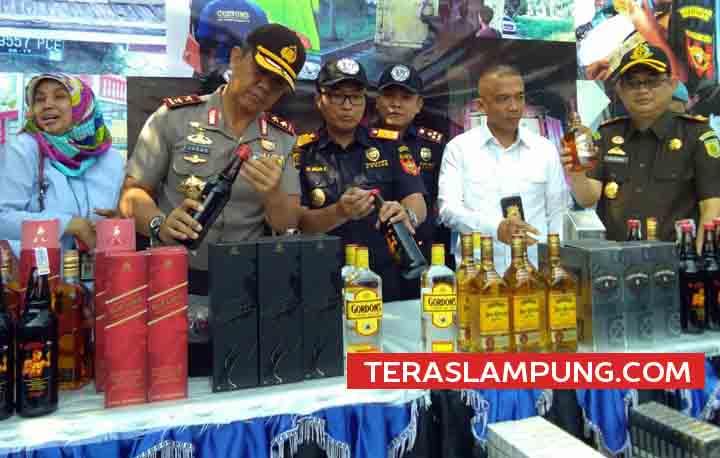 Presiden Jokowi Akhirnya Cabut Perpres Miras