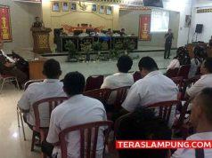 Sosialisasi penyuluhan hukum tentang tindak pidana dalam Pilkada kepada para kepala desa