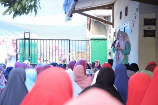 Kunjungan di Dua Kecamatan, Yustin Ajak Masyarakat Berjuang Bersama