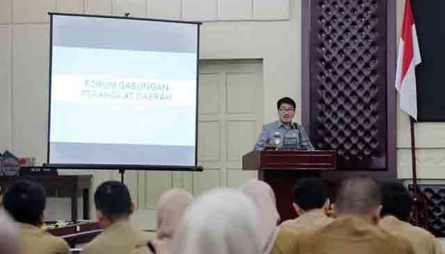 Hamartoni Ahadis membuka acara Forum Gabungan (Forgab) Perangkat Daerah, Senin (26/3/2018) di Gedung Pusiban.