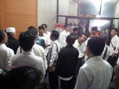 puluhan Kepala Desa Lampung Utara mendatangi ruang Bagian Protokol Bupati untuk minta dijadwalkan bertemu dengan Plt Bupati Sri Widodo