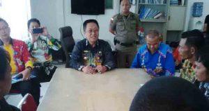 Pertemuan perwakilan perangkat desa membahas kejelasan nasib gaji mereka dengan para pejabat Pemkab Lampura.