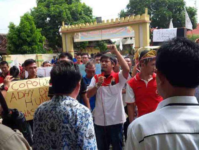 Aksi damai yang dilakukan oleh wartawan sebagai bentuk protes dugaan pelecehan yang dilakukan oleh oknum pegawai Dinas Kesehatan