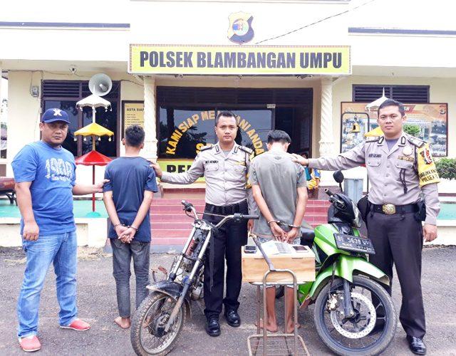 Dua remaja pelaku pencurian berinisial ARP (17) dan DD (18) yang ditangkap Tim Satgas Anti C3 (curat, curas dan curanmor) Polsek Blambangan Umpu, Way Kanan. (foto Humas Polres Way Kanan)