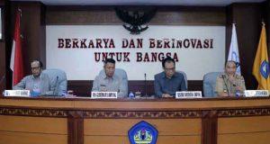 a Focus Group Discussion (FGD) Dewan Riset Daerah (DRD) di Ruang Sidang Lantai II Gedung Rektorat Universitas Lampung, Senin (12/3/2018).